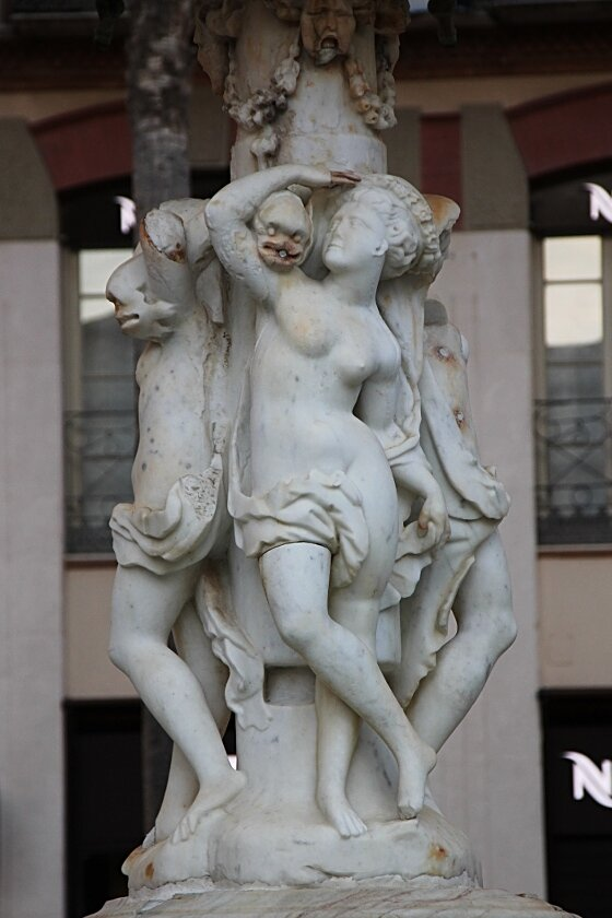 Малага. Генуэзский фонтан (Fuente de Génova) или источник Карла V (fuente de Carlos V)