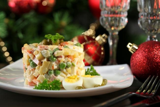 Оливье назван вчесть создателя, шеф-повара Люсьена Оливье, державшего вМоскве вначале 60-х годов