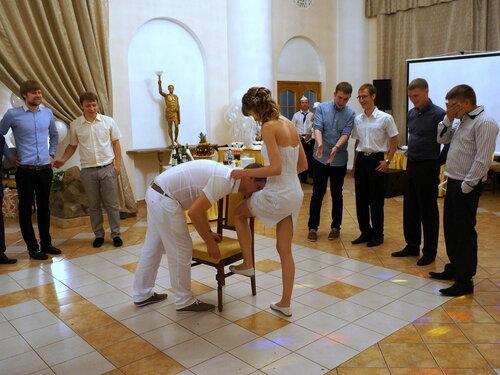 Подвязка с ноги невесты