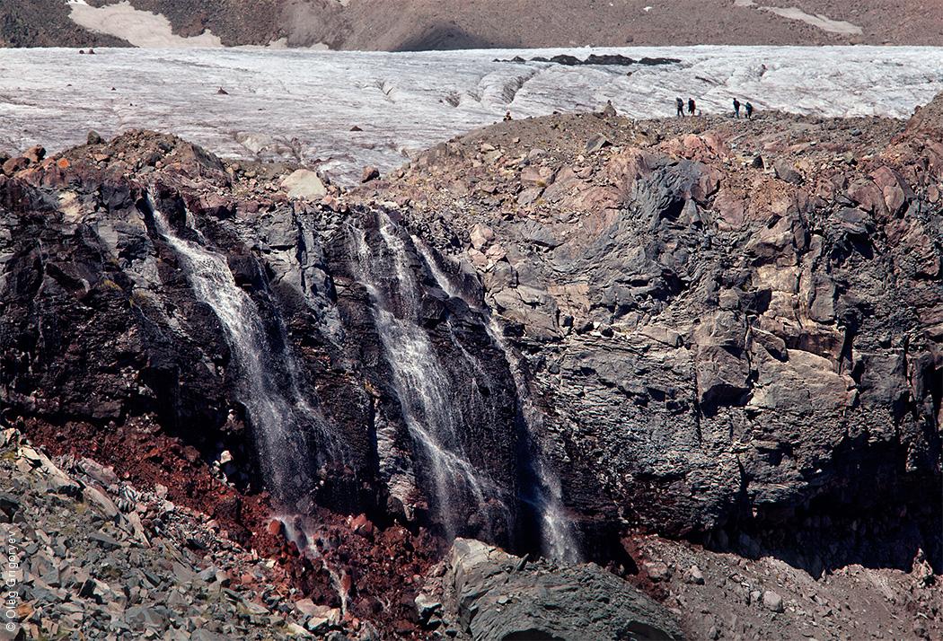 Водопад у Гергетского ледника
