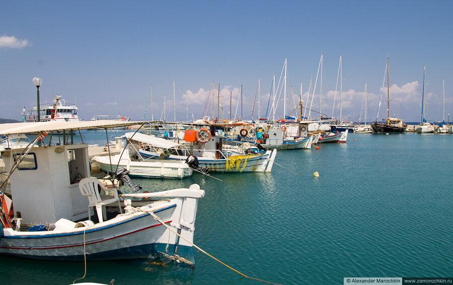 Рыбацкие суда в гавани Беницеса