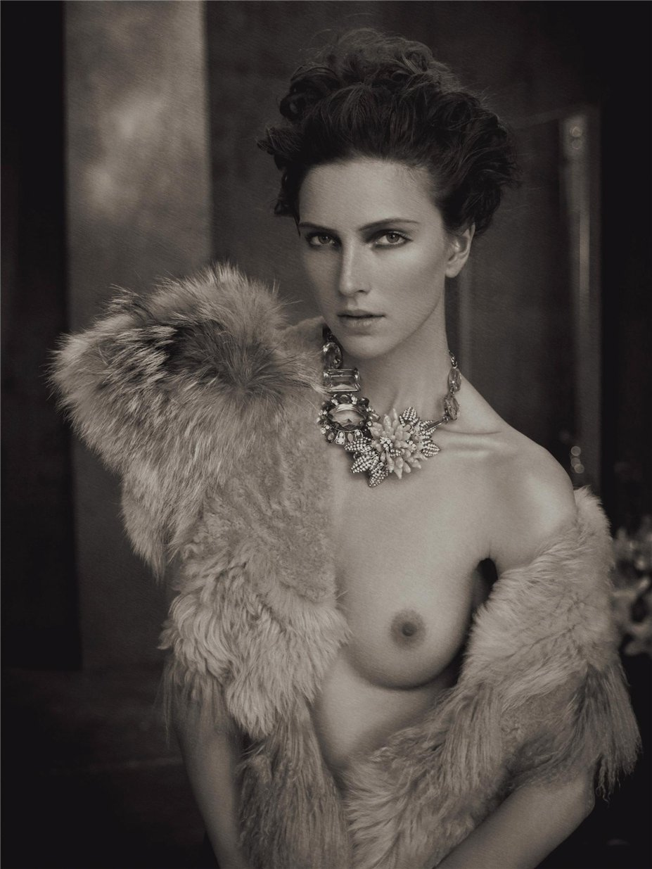 Royale Sepia / photo by Marc Lagrange