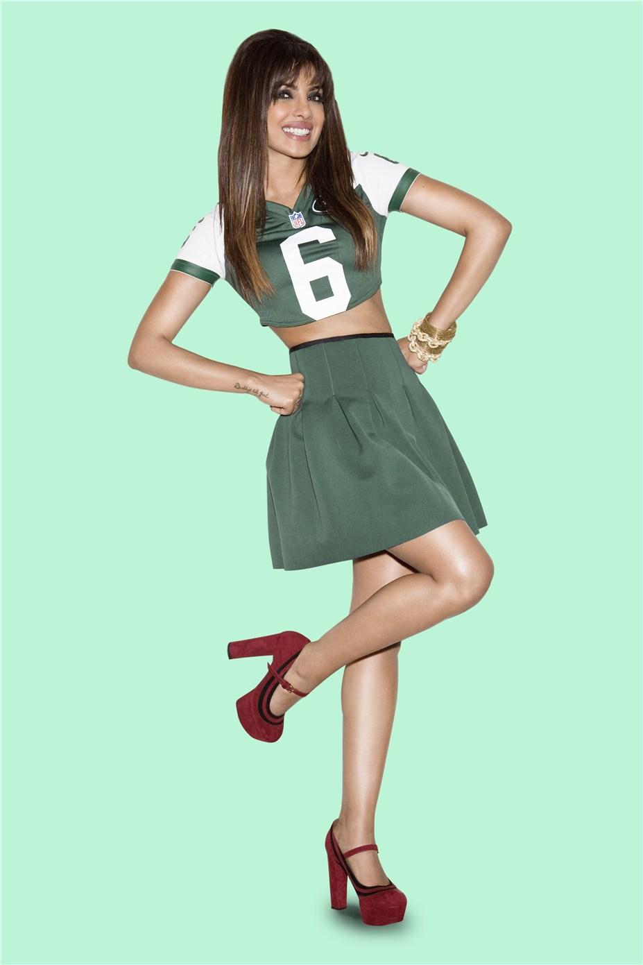 Priyanka Chopra / Приянка Чопра в униформе команды NFL New York Jets / сезон 2013-14