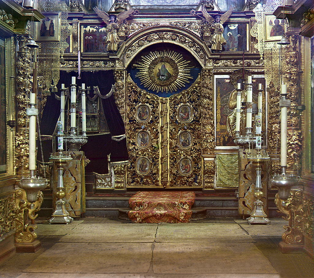 Иконостас в зимней церкви Федоровской Иконы Божией Матери.