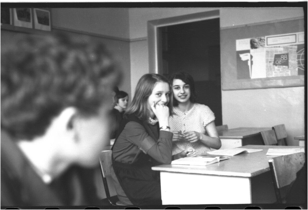 1969-70 класс 8 В.  Саша Кашаев. Люда Дорохова. Таня Карапетова