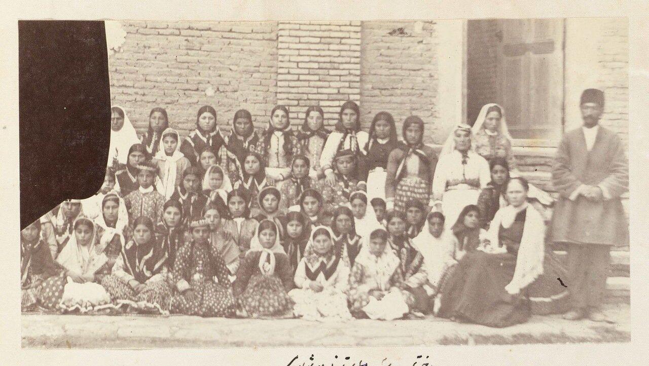 Студенты протестантской школы в Урмие
