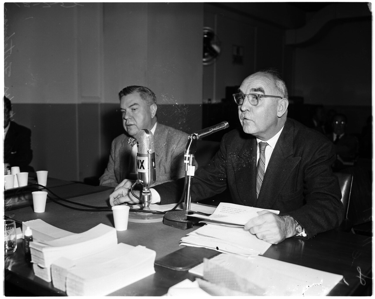 1956. 7 декабря. Комиссия по расследованию антиамериканской деятельности. . Адвокат Роберт Кенни. Преподобный Стефан Фритчман
