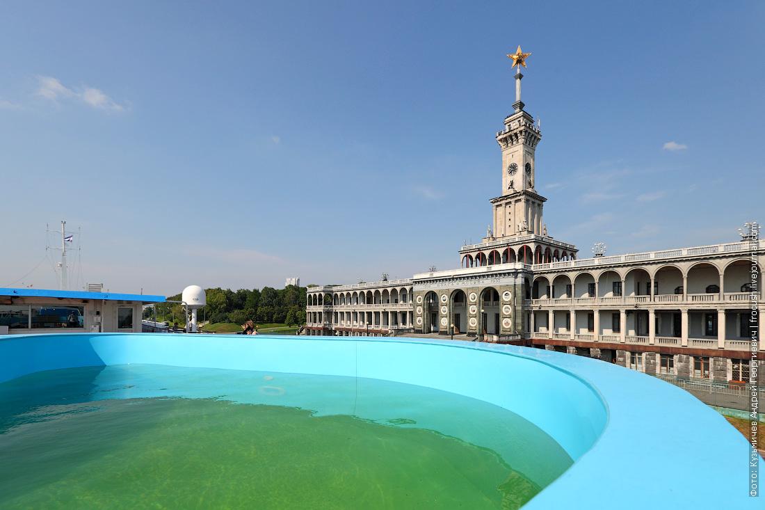 бассейн на солнечной палубе теплохода Михаил Булгаков