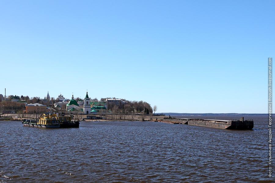 На зиму вход в Чебоксарский залив закрывают баржами