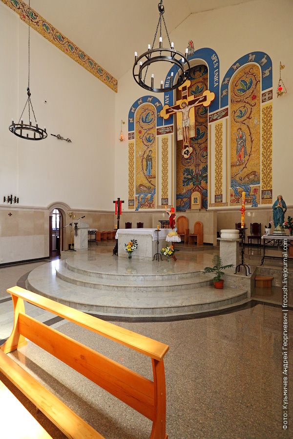 Католический храм Воздвижения Святого Креста фото