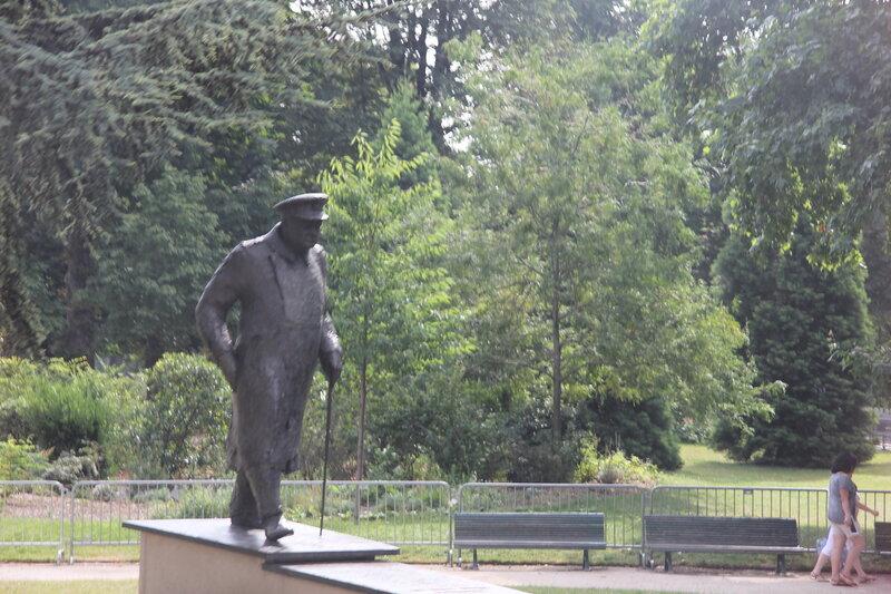 Памятник Черчилю в Париже