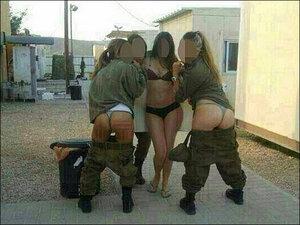 Эротическая фотосессия девушек на военной базе Израиля