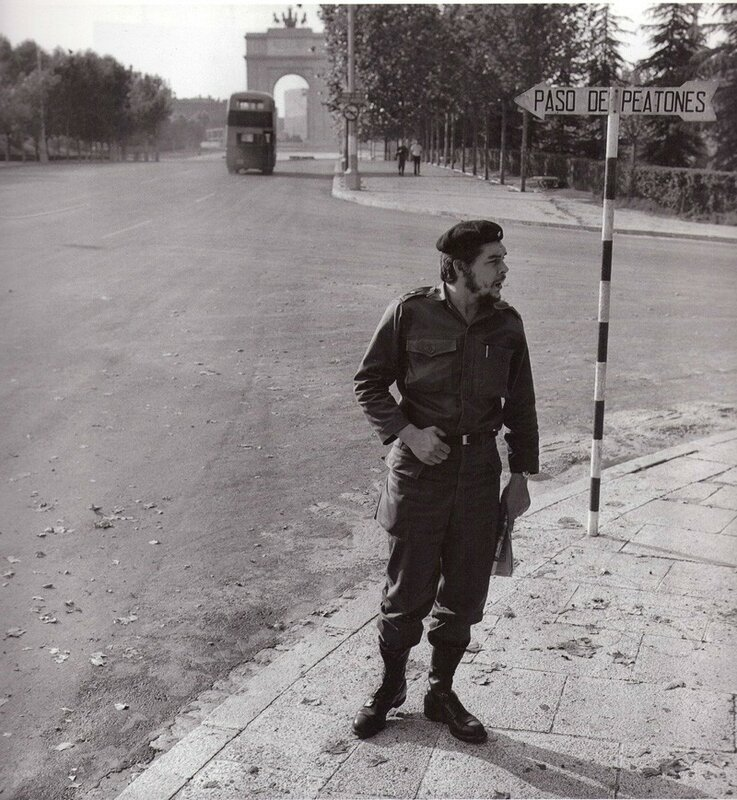 Ernesto Che Guevara en la Ciudad Universitaria de Madrid, junio de 1959. (Cesar Lucas).jpg