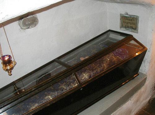 Мощи прп. Анастасия, иеродиакона Печерского монастыря