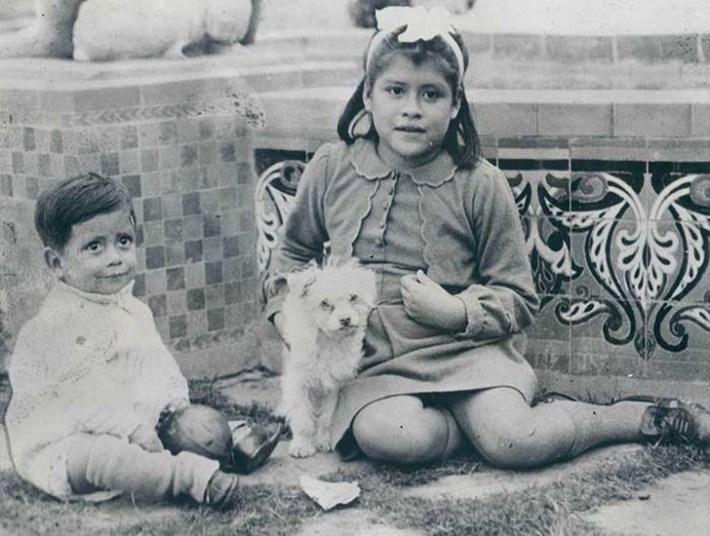 В своей книге 2002 года акушер Хосе Сандовал написал, что девочка была нормальным ребенком с пси