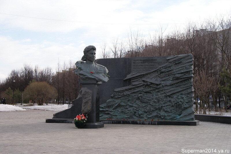 Памятник Герою Советского Союза Н. М. Распоповой.