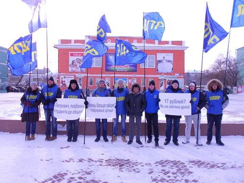 В Барнауле повышение платы за проезд в общественном транспорте вывело аппозицию на пикет