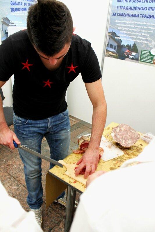 Нарезка мясных изделий