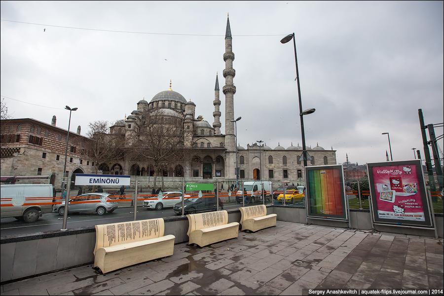 Скамейки-книги в Стамбуле
