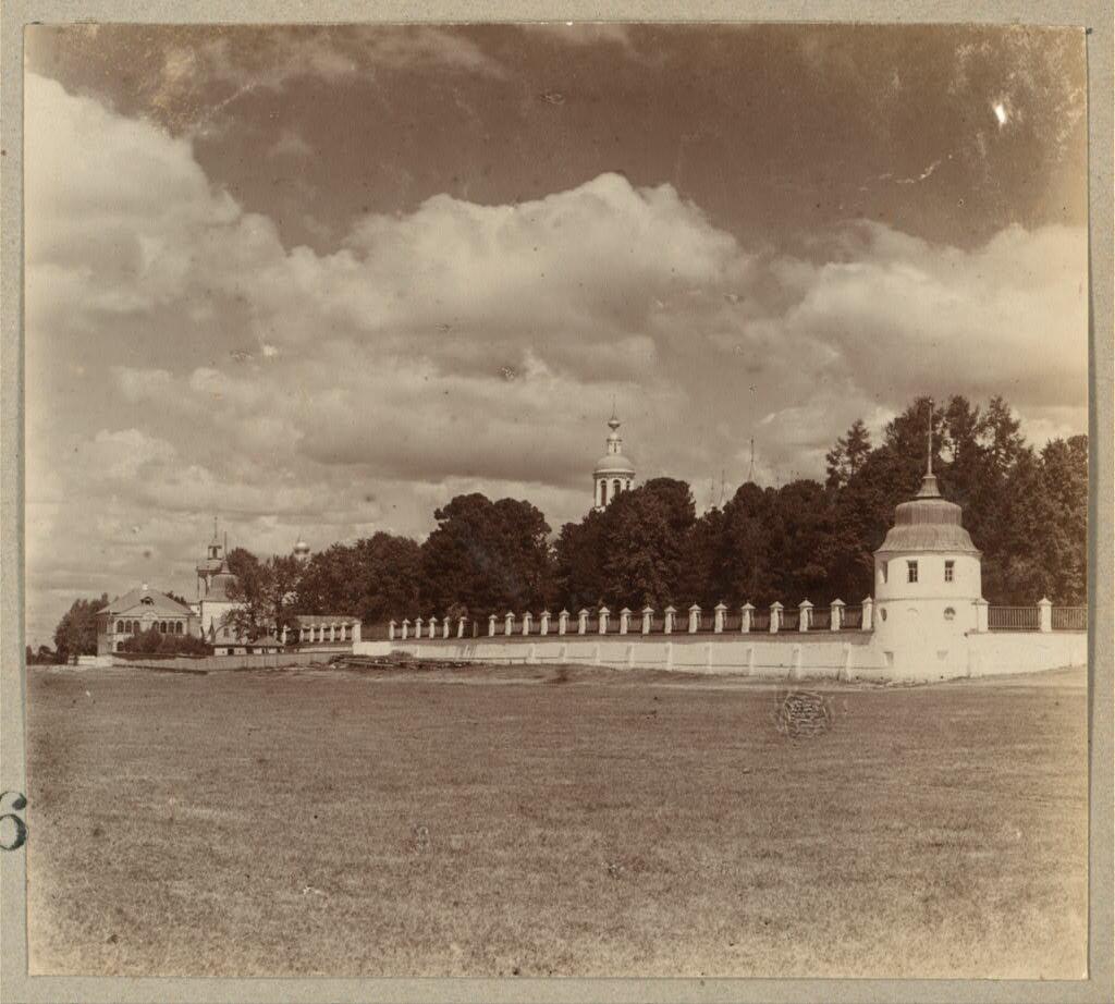 Кедровая роща в Толгском монастыре, в которой явилась икона Божией Матери. 1910.