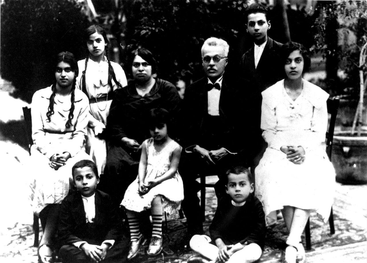 Семья Давида Марадпура. Тегеран, 1935