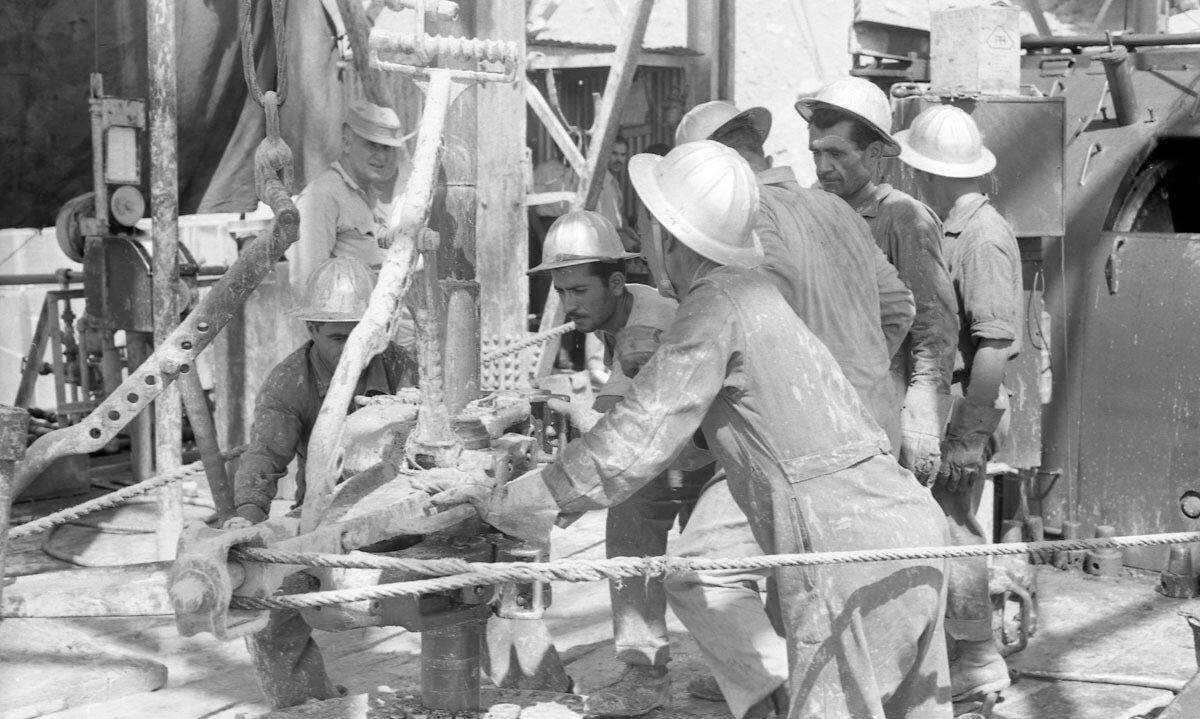 47. Работники нефтяной промышленности, Иран, 1958