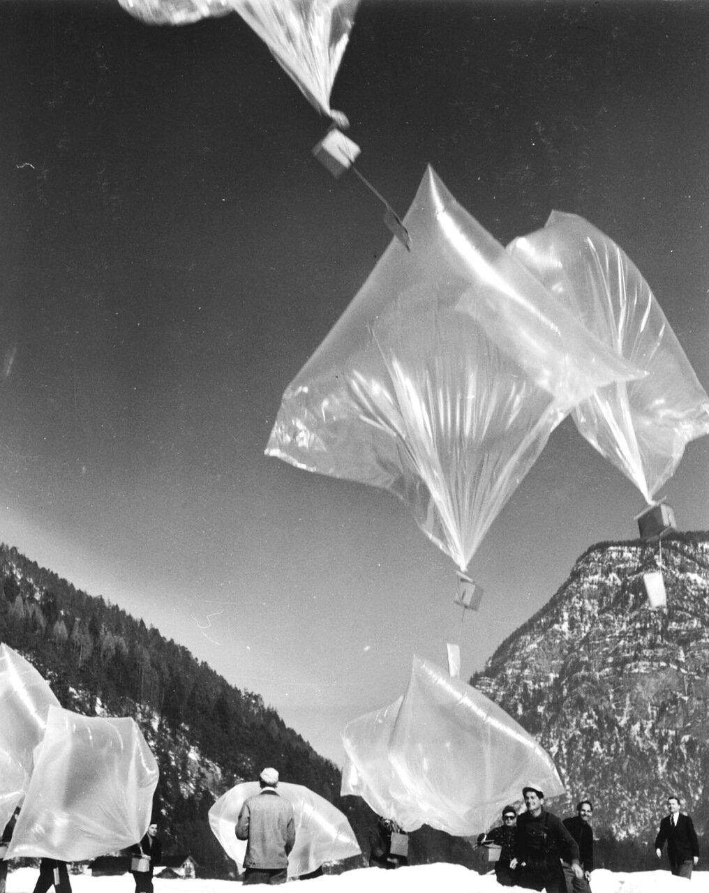1954.  Запуск агитационного материала в сторону Восточной Германии