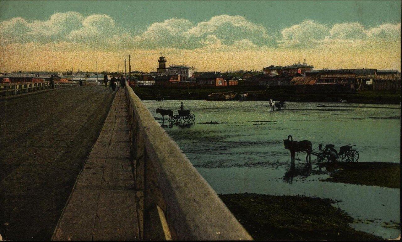 Вид города с Большого моста на реке Ушаковке