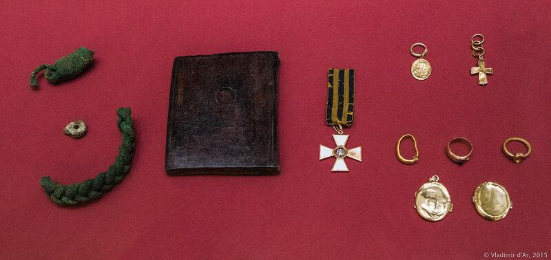 Предметы из захоронения великого князя Сергея Александровича в Чудовом монастыре