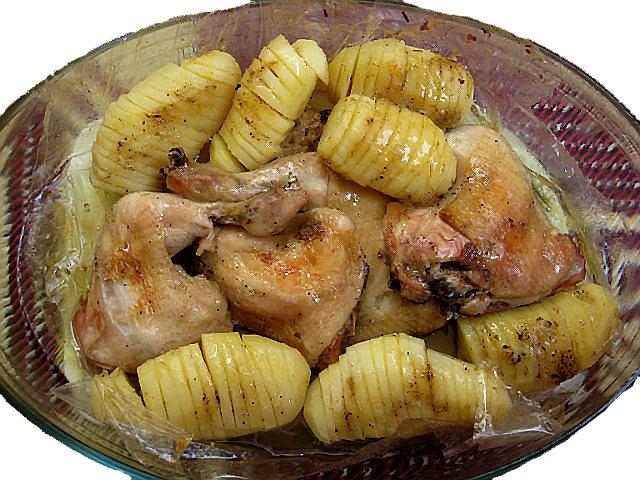 как приготовить курицу с картошкой в духовке сочную