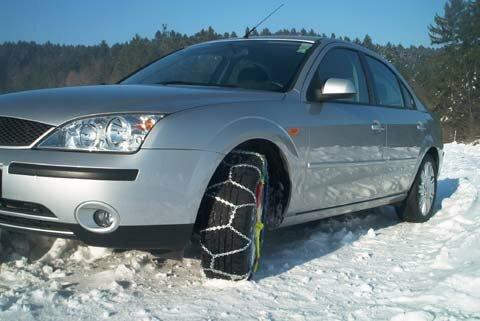 Зимой цепи противоскольжения необходимы машине