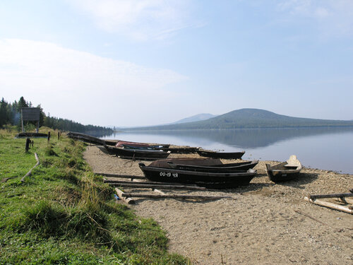 Берег озера Зюраткуль