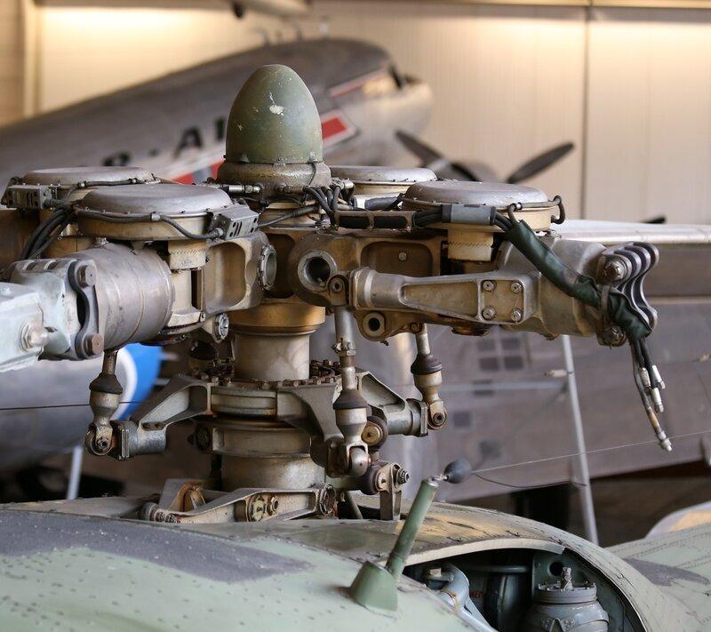 Вертолёт Ми-4А. Вал ротора (Финский музей авиации в Вантаа)