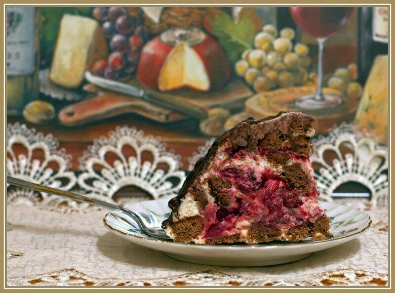 Торт из шоколадных пряников и вишни (без выпечки)