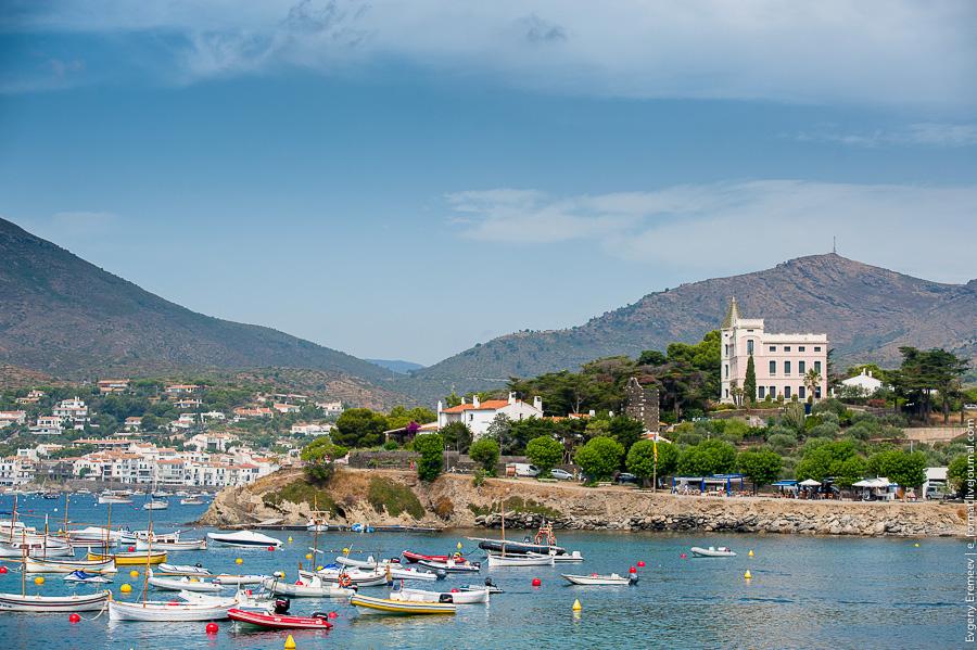 Кадакес, Испания