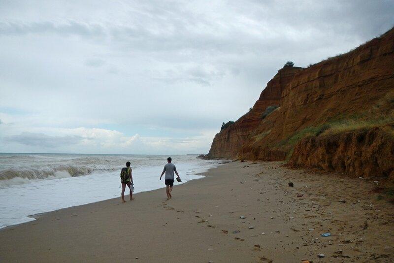 Пляж в Любимовке, шторм на море