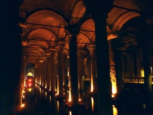 Стамбул .Цистерна базилика (Istanbul. Basilica Cistern).