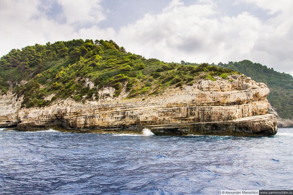 Остров Паксос, скала
