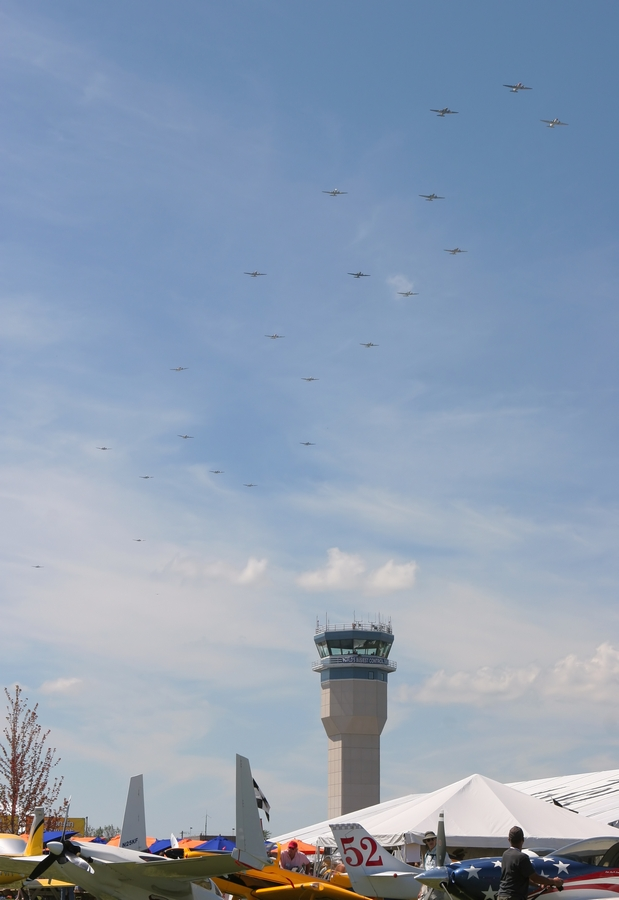 Прибытие самолёта Douglas DC-3 N97H в Ступино.