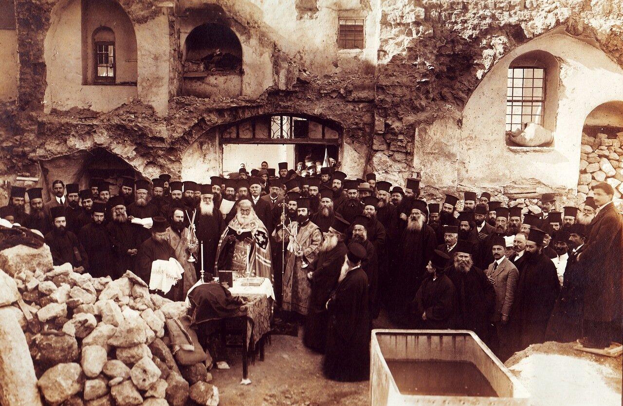 Закладка монастыря в Иерусалиме во имя святых Елены и Константина. На фото блаженный патриарх Дамиан. 14 ноября 1912