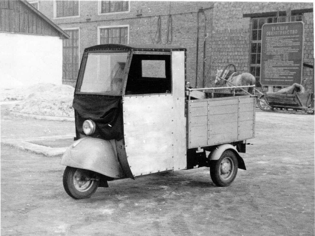 1957. На территории Копейского завода Строммашина