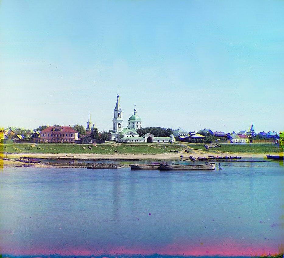 Левый берег Волги с Екатерининской церковью