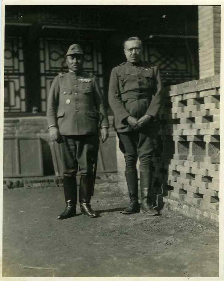 1919. Грондейс с японским офицером