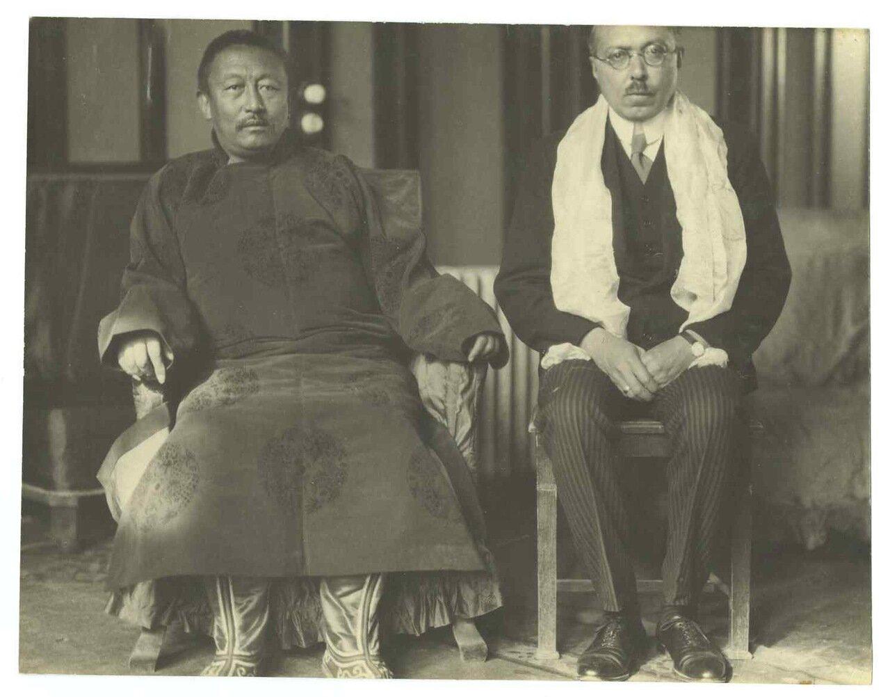 1932. Грондейс и Панчен-лама IX Тубтен Чокьи Нима