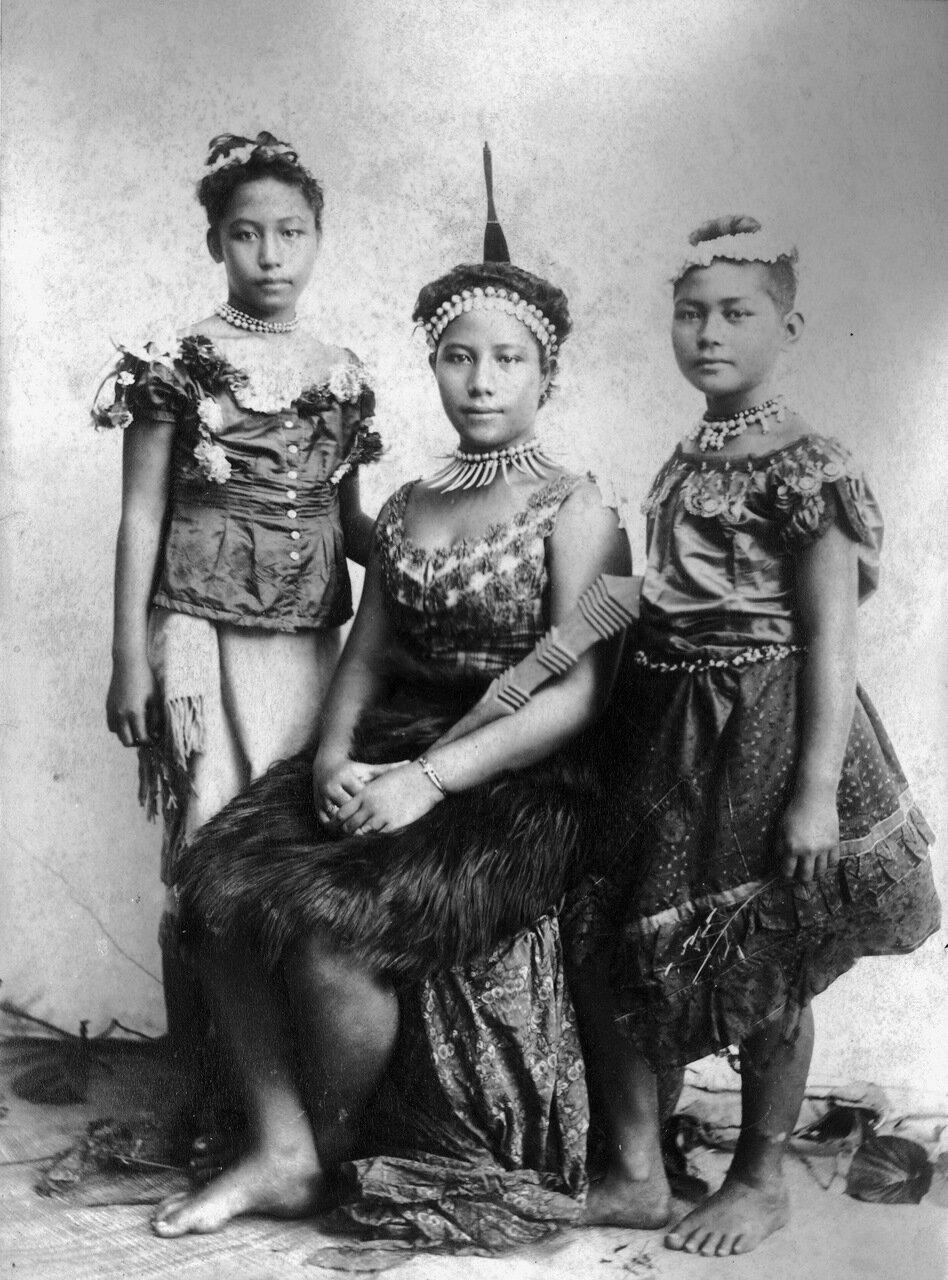 Портрет трех девушек. Самоа, 1890-е годы