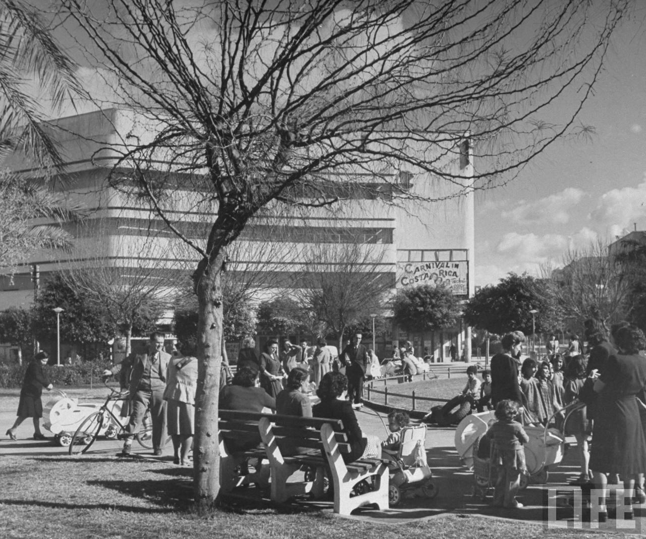 1948. На площади Дизенгоф в Тель-Авиве