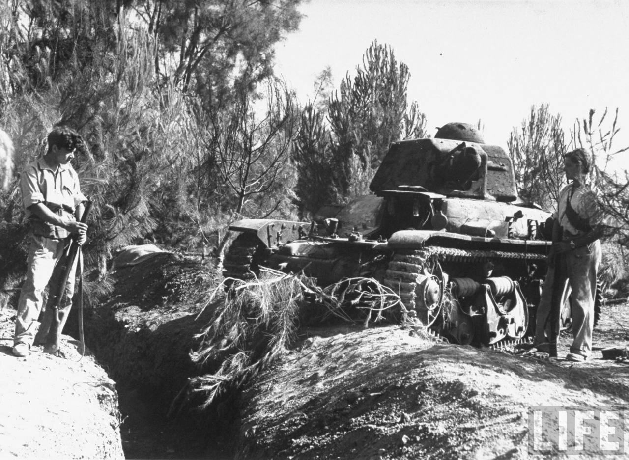 1948. Уничтоженный при помощи «Молотов коктейль» танк