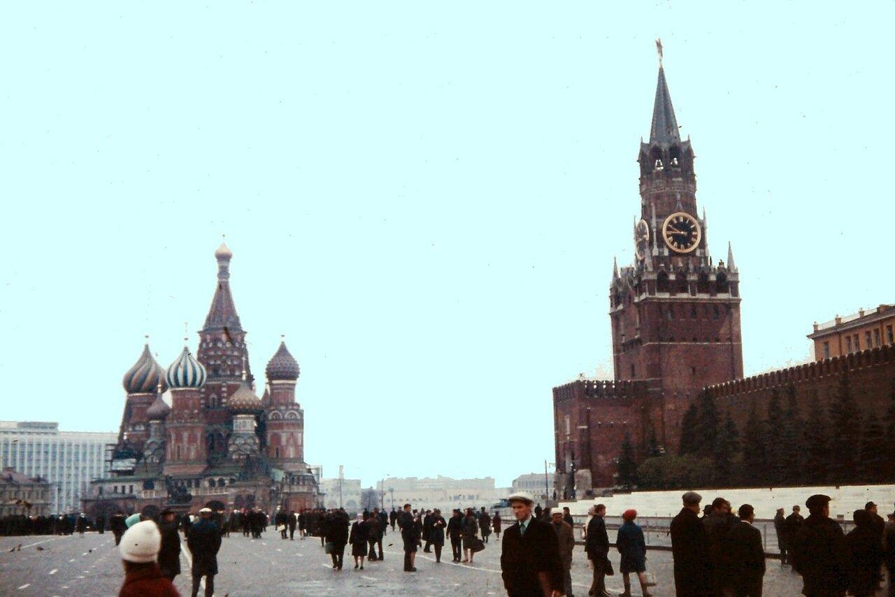 MOSCOU - Saint Basile et la tour du Sauveur