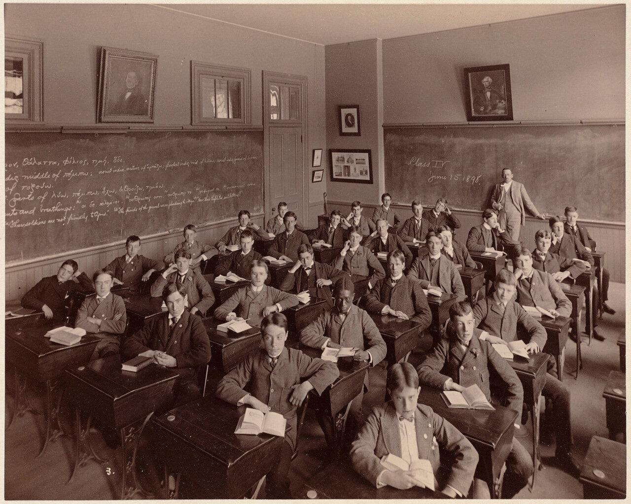 1898. Бостонская Латинская школа.4 класс