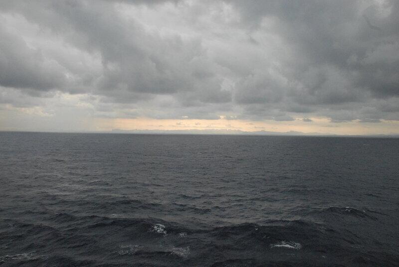 Хмурое утро рядом с Кубой. пролива, всего, расход, пролив, круизный, средняя, Через, метров, глубина, утром, Флоридское, Длина, остров, южной, ФлоридаКис, островов, цепью, Флорида, полуостров, ширина